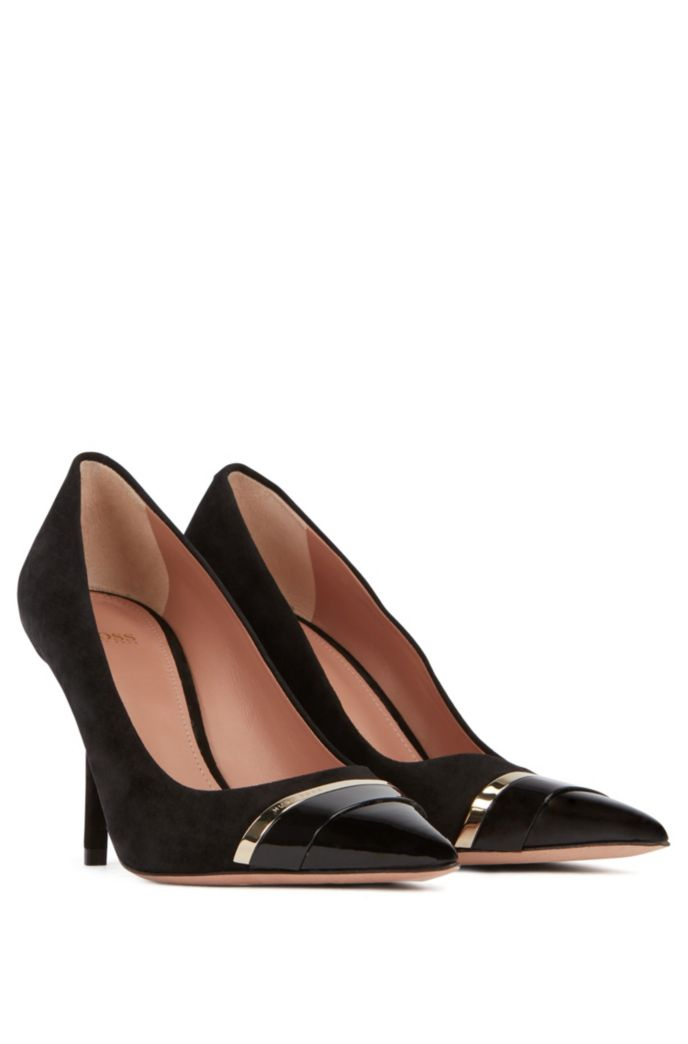 Pumps in suede and patent leather with hardware band