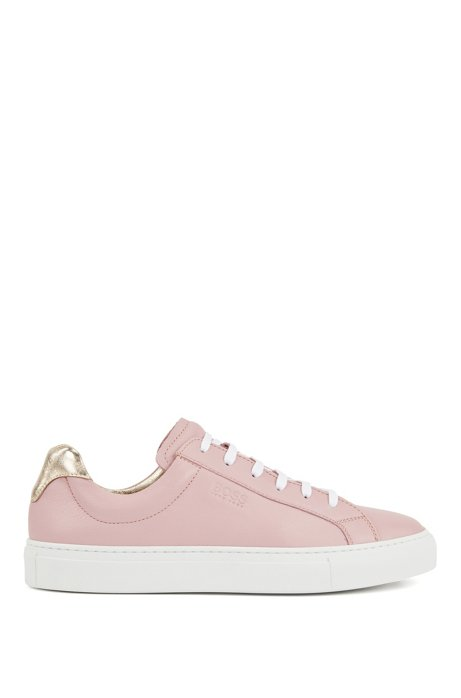 Low-top trainers in Italian leather with logo, light pink