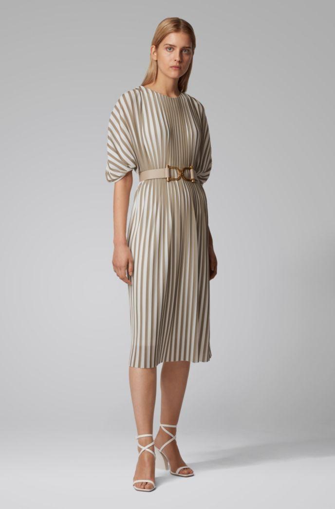 Kleid aus zweifarbigem Plissee-Jersey mit Empire-Taille