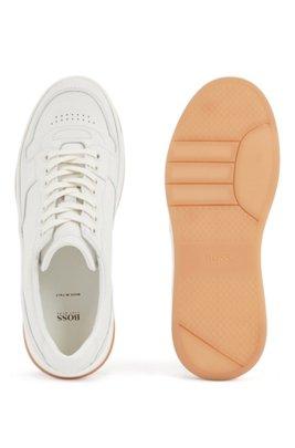 In Italië vervaardigde sneakers van leer met honingkleurige loopzool, Wit