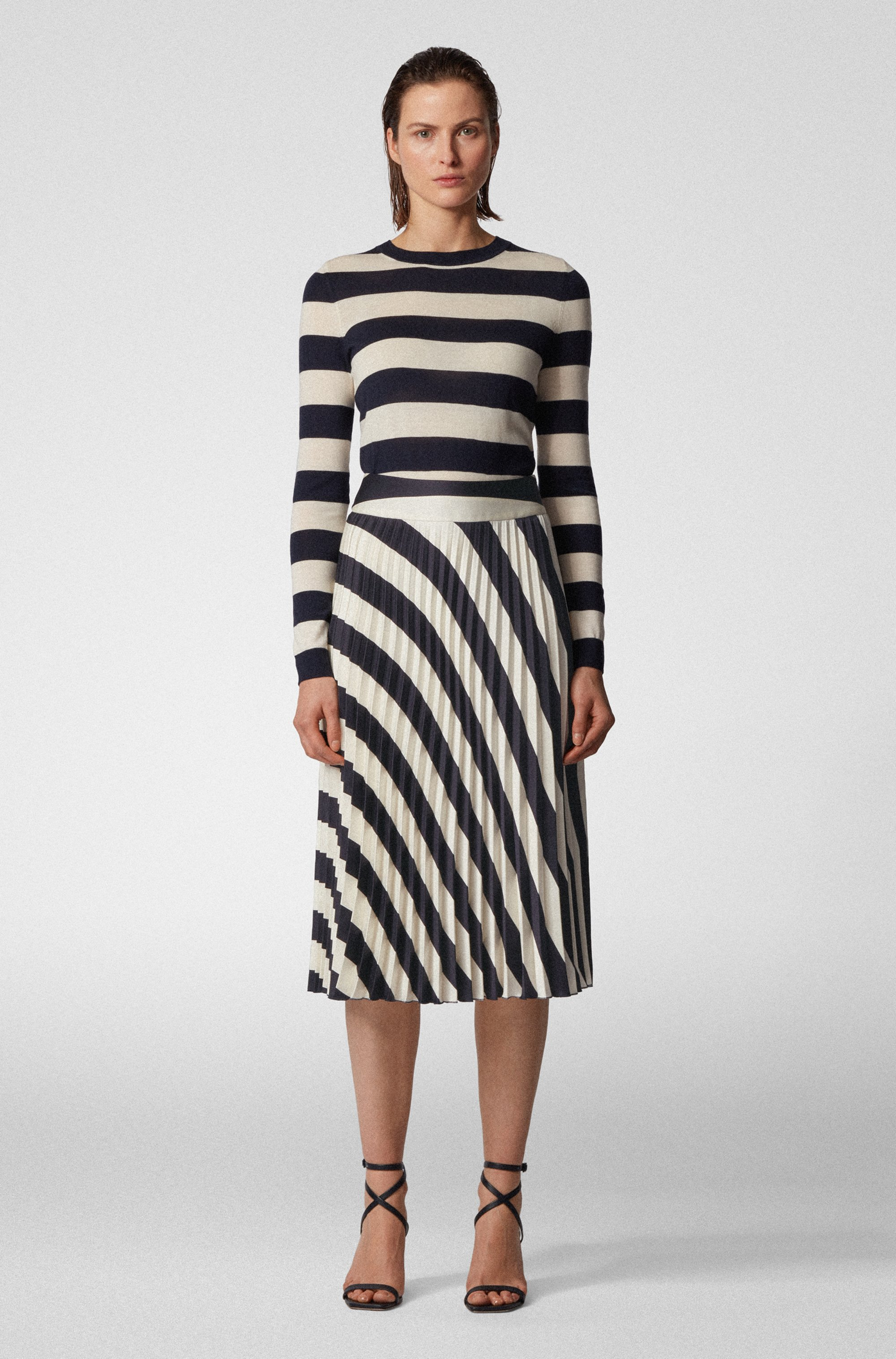 A-line pleated skirt with block-stripe print