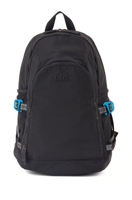 Rucksack aus strukturiertem Nylon mit Logo-Riemen, Schwarz