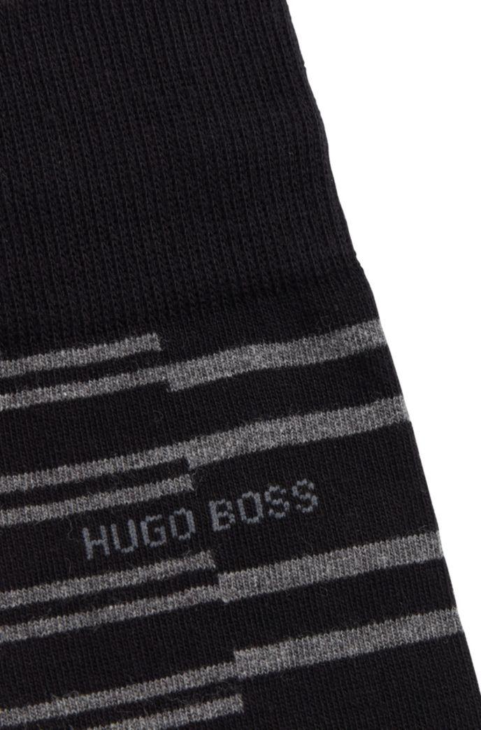 Mittelhohe Socken mit versetztem Streifen-Muster