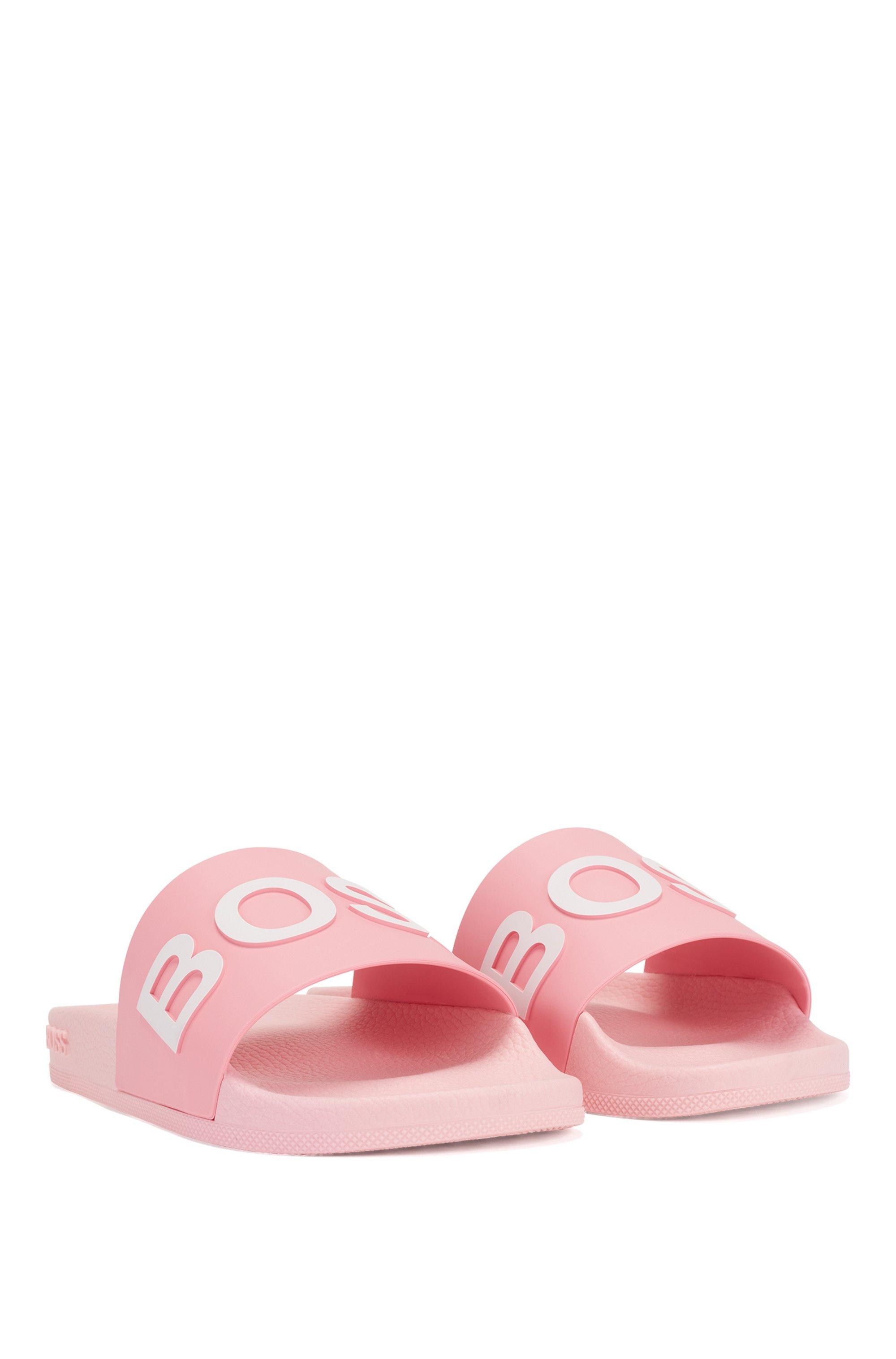 Slides mit Logo und geformtem Fußbett