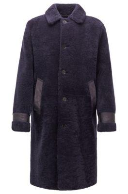 Relaxed-Fit Mantel aus Lammfell mit Lederbesätzen, Dunkel Lila