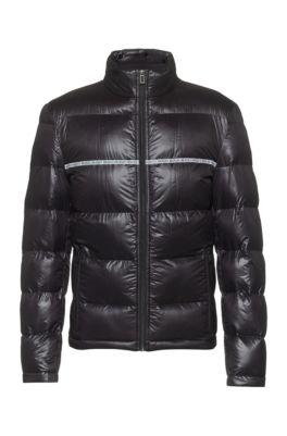 Slim-fit gewatteerde jas met logobiesdetails, Zwart
