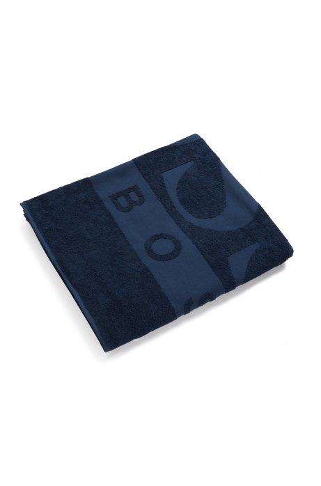 Strandlaken van katoenen badstof met jacquardgeweven logo, Donkerblauw