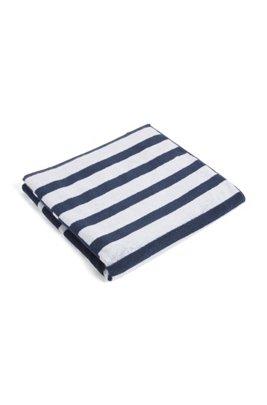 Strandlaken van katoenen badstof met patchworkstrepen en logo, Lichtblauw