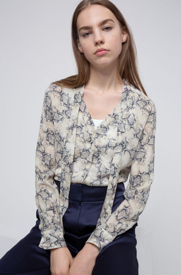 Slim-Fit Bluse aus Crêpe Georgette mit Schleife am Kragen