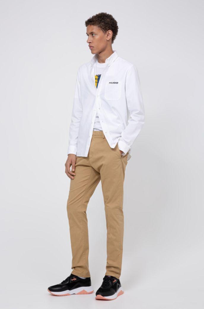 Pantalones slim fit en tejido de gabardina de algodón elástico con teñido especial