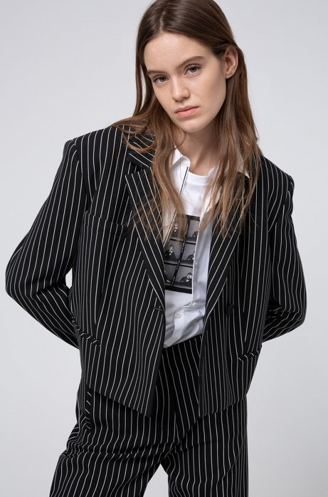 Blazer court Relaxed Fit à rayures verticales, Noir