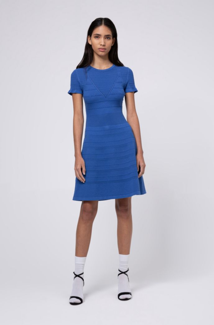 Gebreide jurk van super-stretchmateriaal met gemengde structuren