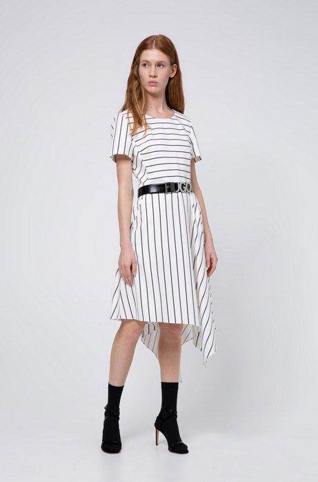 Gestreiftes Kleid mit asymmetrischem Saum und Reißverschluss hinten, Weiß