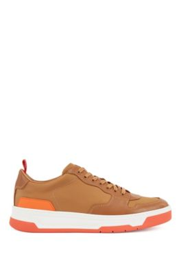 Sneakers mit farblich abgestimmter Ferse und Sohle, Hellbraun