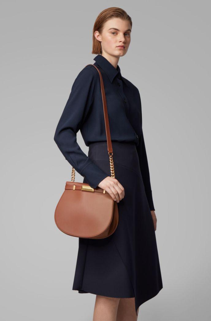 Satteltasche aus italienischem Leder mit charakteristischen Metall-Details