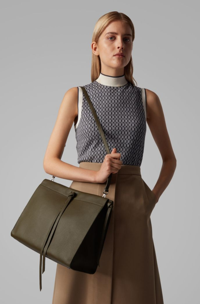 Tote bag in Italian leather with tassel detail