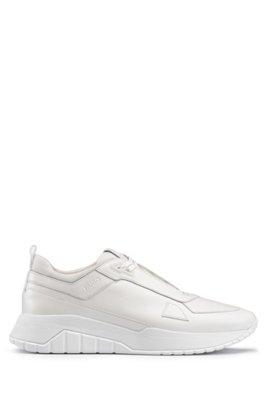 Baskets inspirées des chaussures de course en cuir nappa ton sur ton et mesh, Blanc