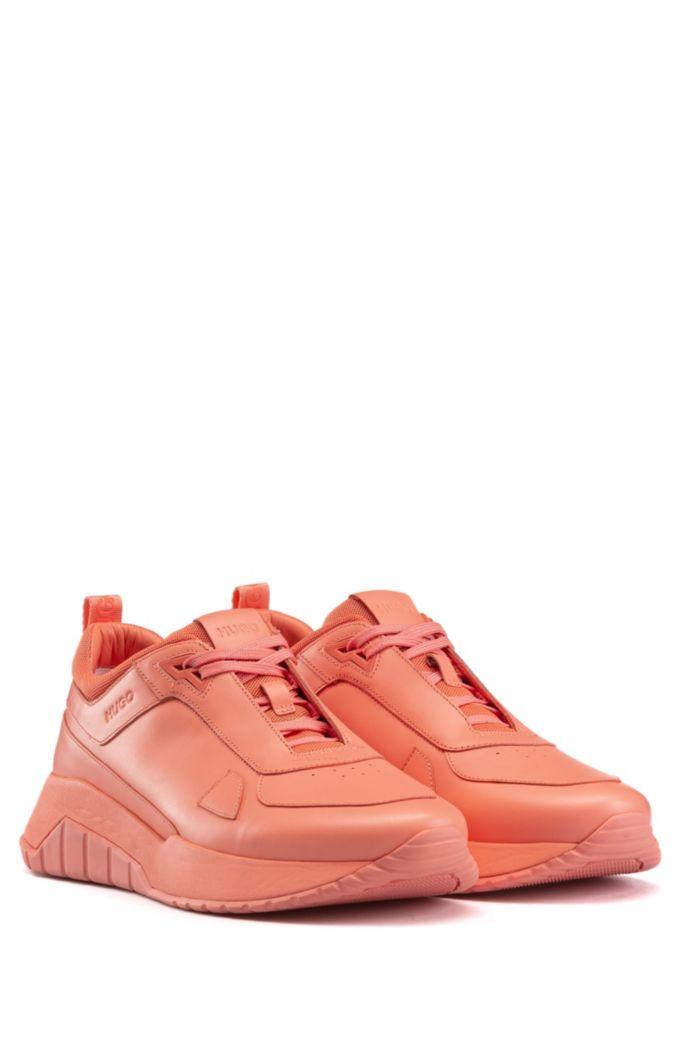 Baskets inspirées des chaussures de course en cuir nappa ton sur ton et mesh