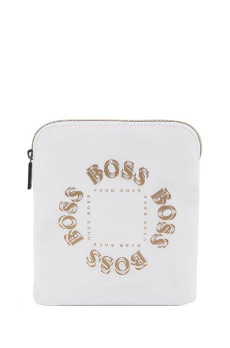 Umhängetasche aus Nylon mit mehrlagigem Logo in Metallic-Optik, Weiß