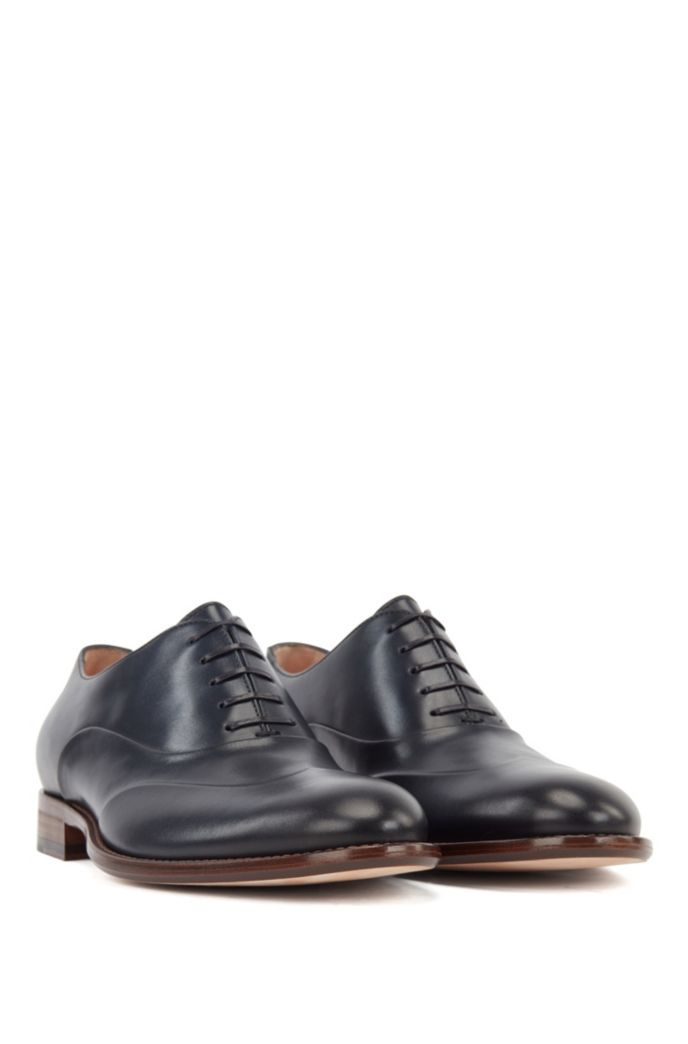 Polished leather Oxford shoes with raised wing-tip detail