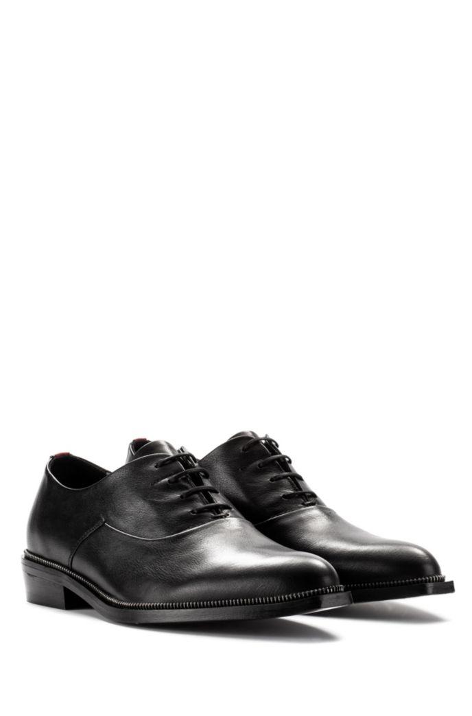 Oxford-Schuhe aus genarbtem Leder mit Metallic-Detail
