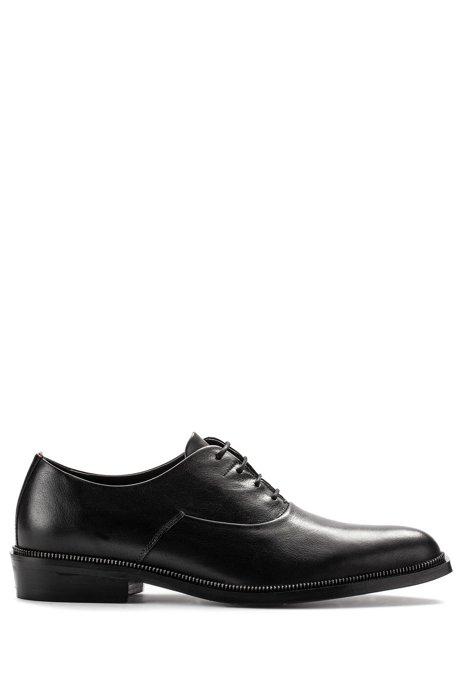 Oxford-Schuhe aus genarbtem Leder mit Metallic-Detail, Schwarz