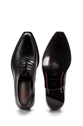 Oxford shoes in grained leather with metallic detail, Black