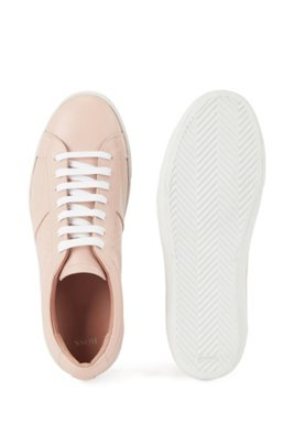 Sneakers aus italienischem Leder mit Monogramm-Detail, Hellrosa