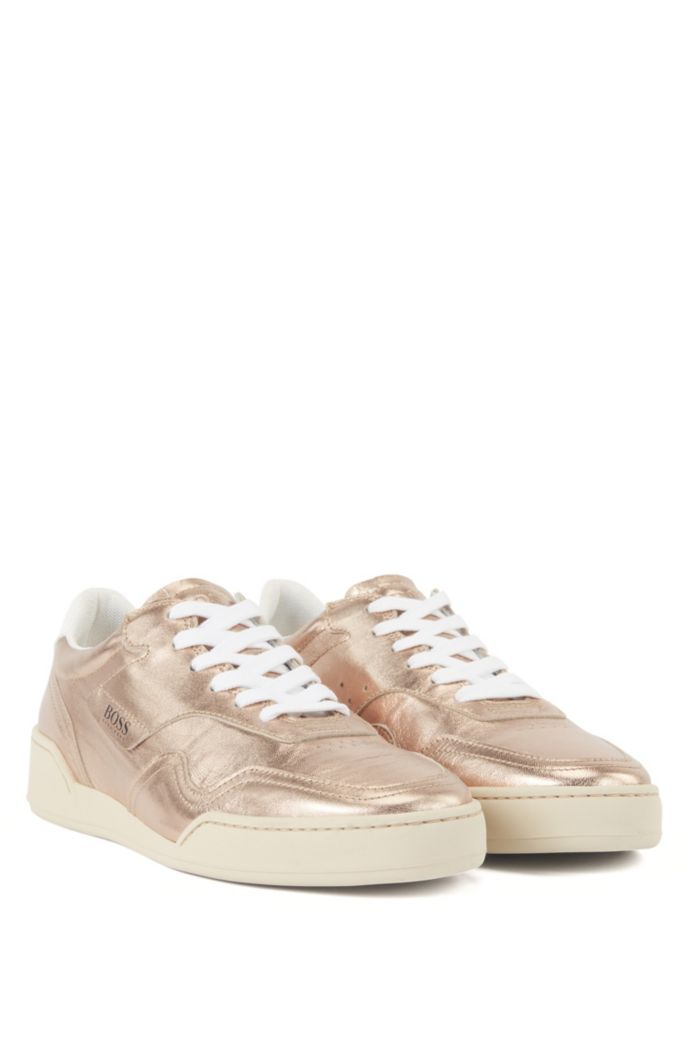 Low-profile trainers in laminated leather