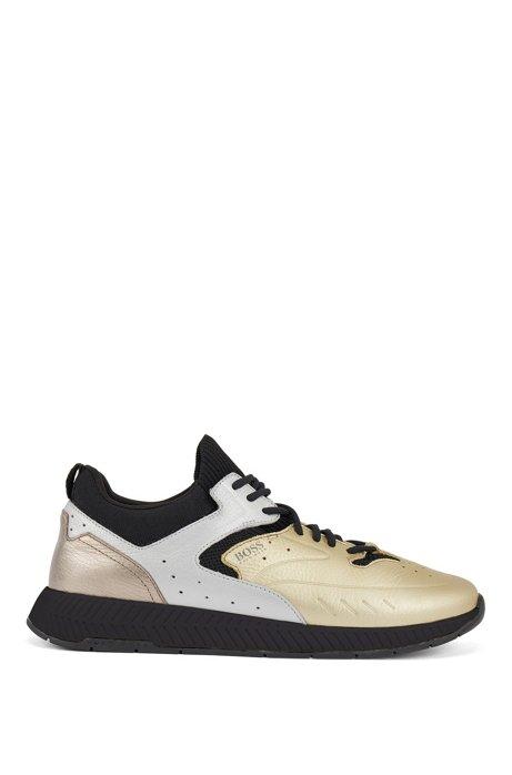 Baskets inspirées des chaussures de course avec tige en cuir métallisé, Or