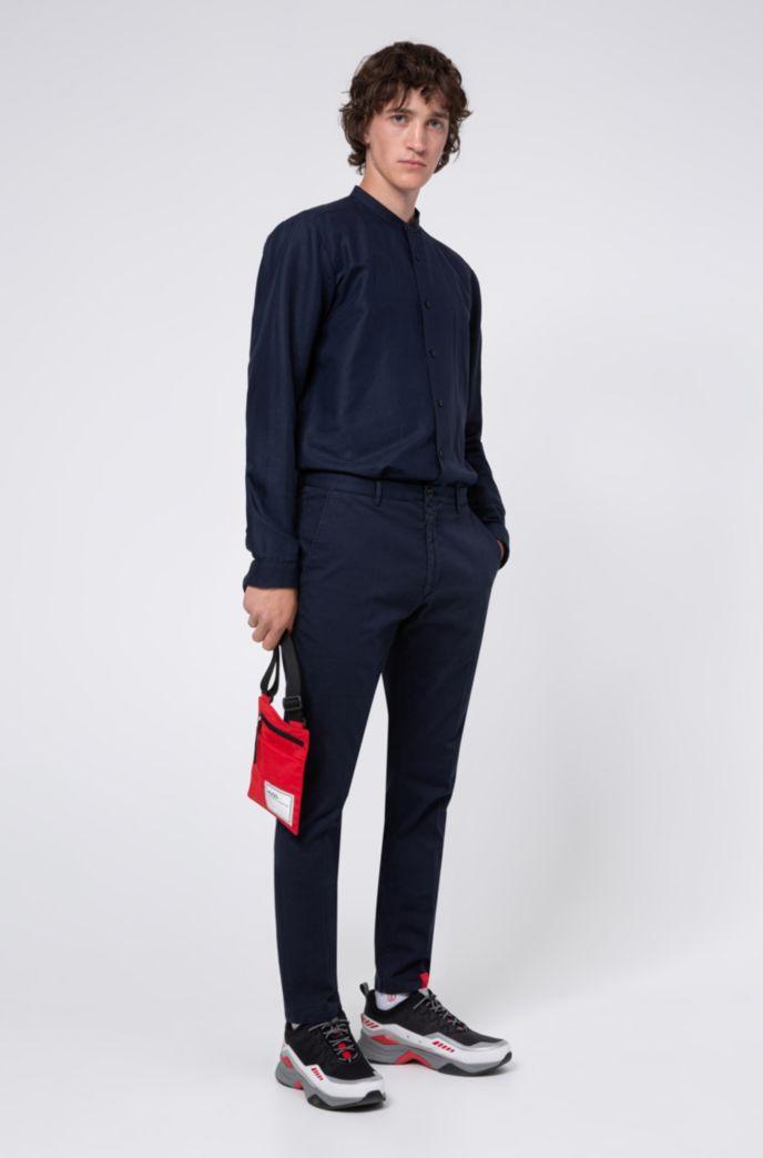 Pantalones slim fit de algodón elástico con microestructura