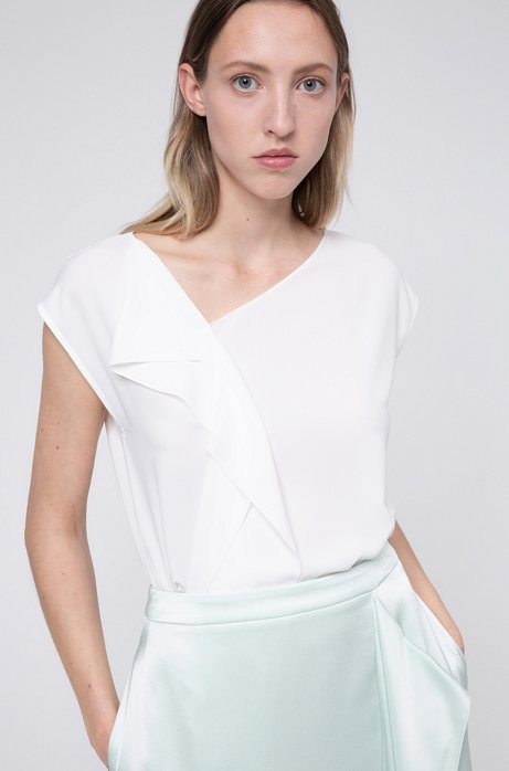 Blusa relaxed fit in crêpe stropicciato con drappeggio, Bianco