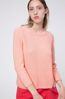 Knitted-cotton sweater with angled front zips, ライトレッド