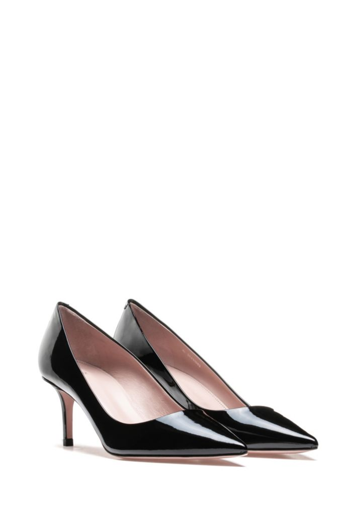 Italian-made pumps in patent leather with pointed toe