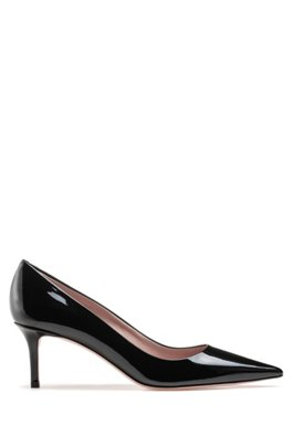 Italian-made pumps in patent leather with pointed toe, Black