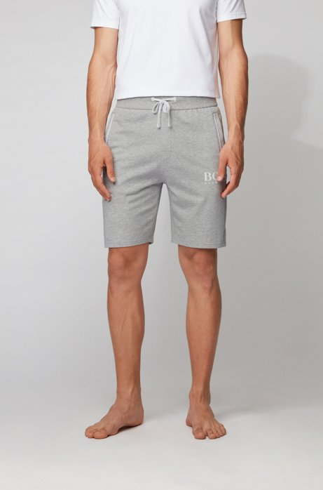 Loungewear-Shorts aus French Terry mit tonaler Paspel und Logo, Hellgrau