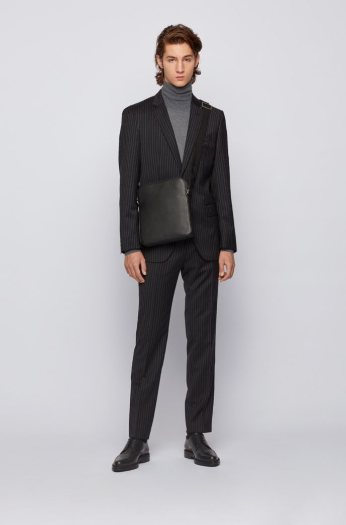 Envelope bag in grained Italian leather