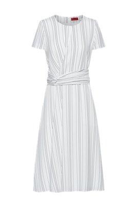 Vestito a righe con dettaglio in vita, Bianco