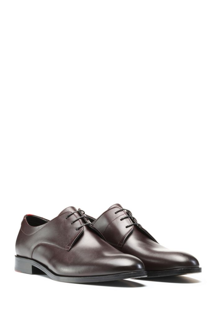 Derby shoes in polished leather with signature details