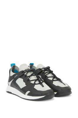 Sneakers aus Leder im Wanderschuh-Stil mit Lederbesätzen, Dunkelgrau