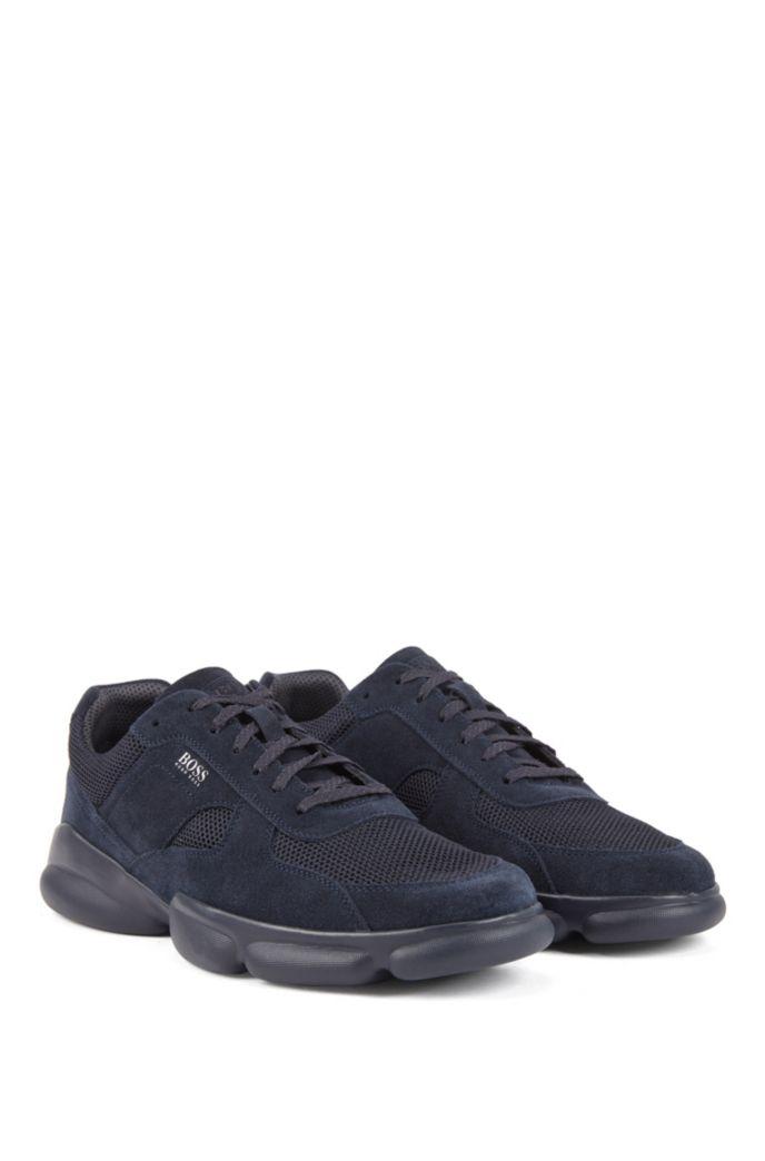 Lowtop Sneakers aus tonalem Veloursleder und Mesh