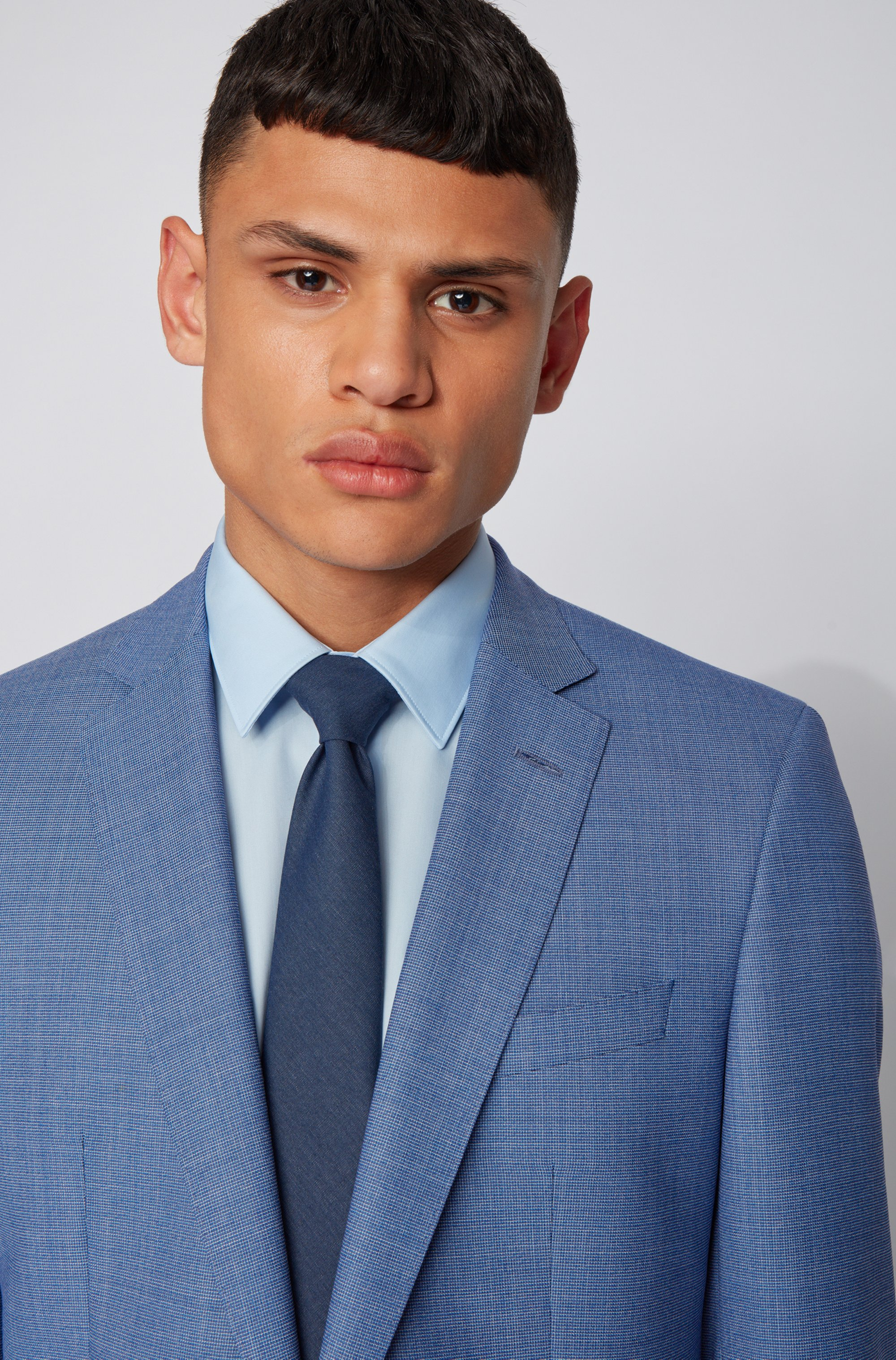 Slim-fit suit in micro-patterned virgin wool