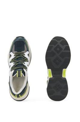 Sneakers aus Mesh, Veloursleder und Leder mit Schnürung, Hellblau