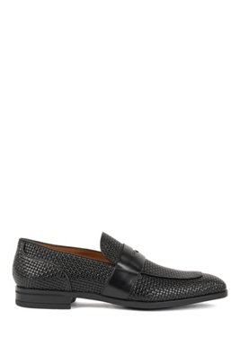 Italian-made loafers in woven-embossed calf leather, ブラック