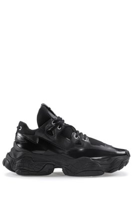 Chunky trainers in brush-off leather and mesh, Black