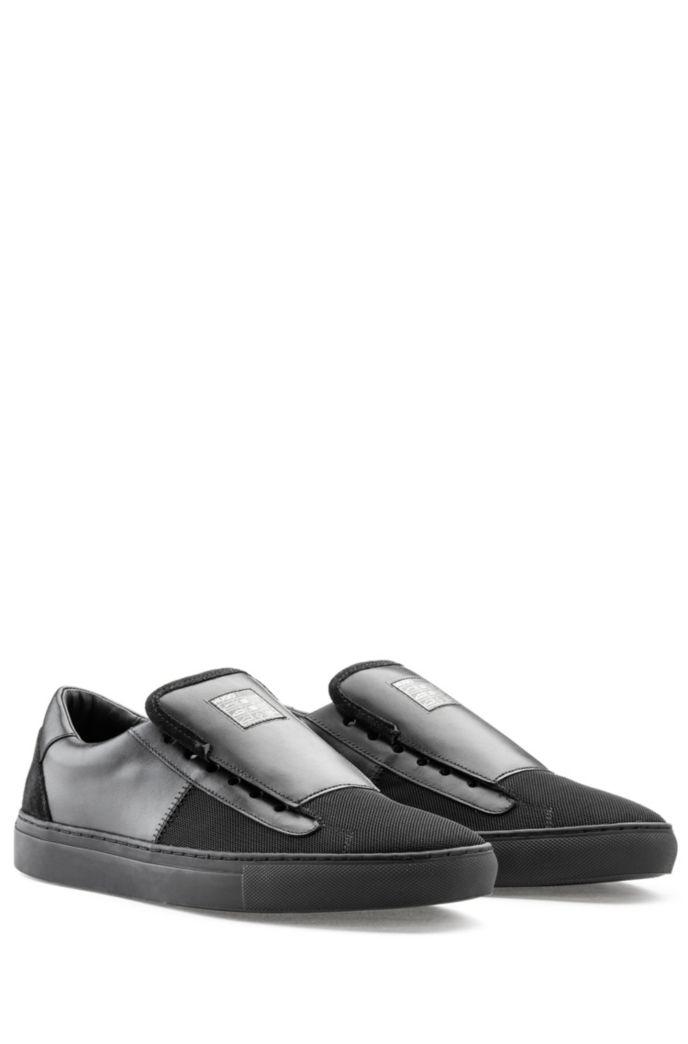 Schuhe zum Hineinschlüpfen aus Glattleder mit tonalen Bahnen