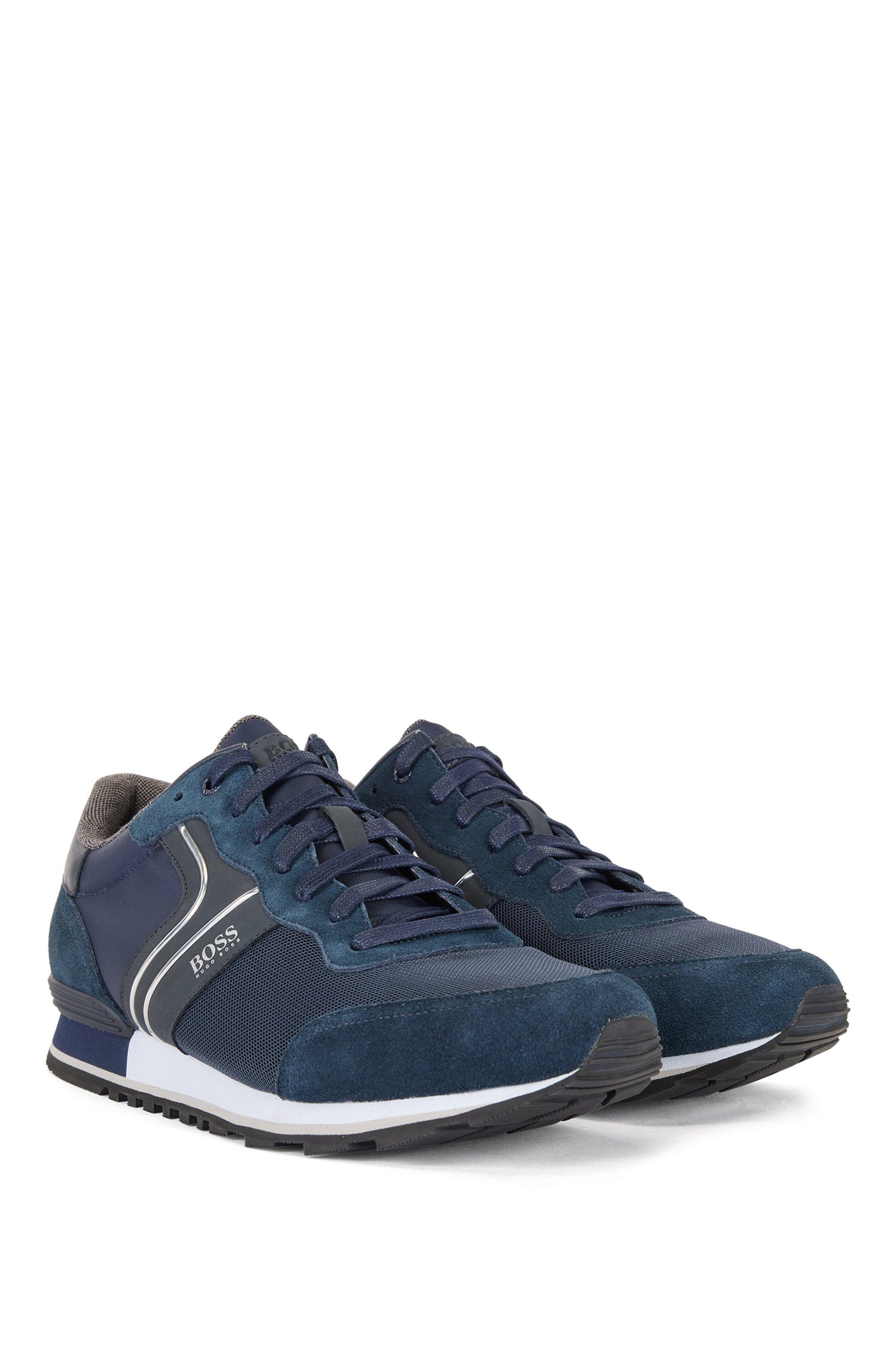 Sneakers im Laufschuh-Stil aus Veloursleder und Mesh