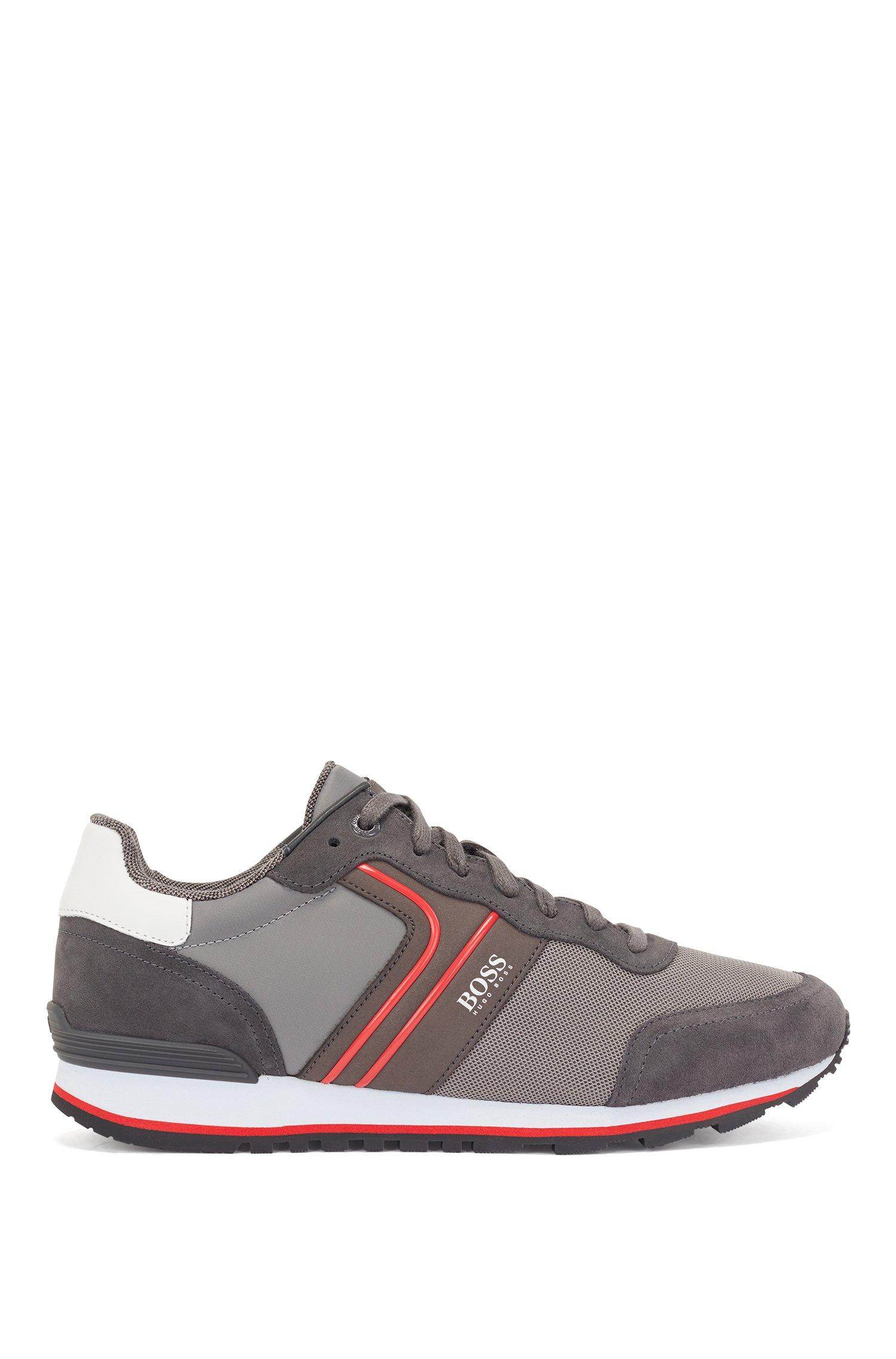 Baskets inspirées des chaussures de course en cuir suédé et mesh, Gris sombre