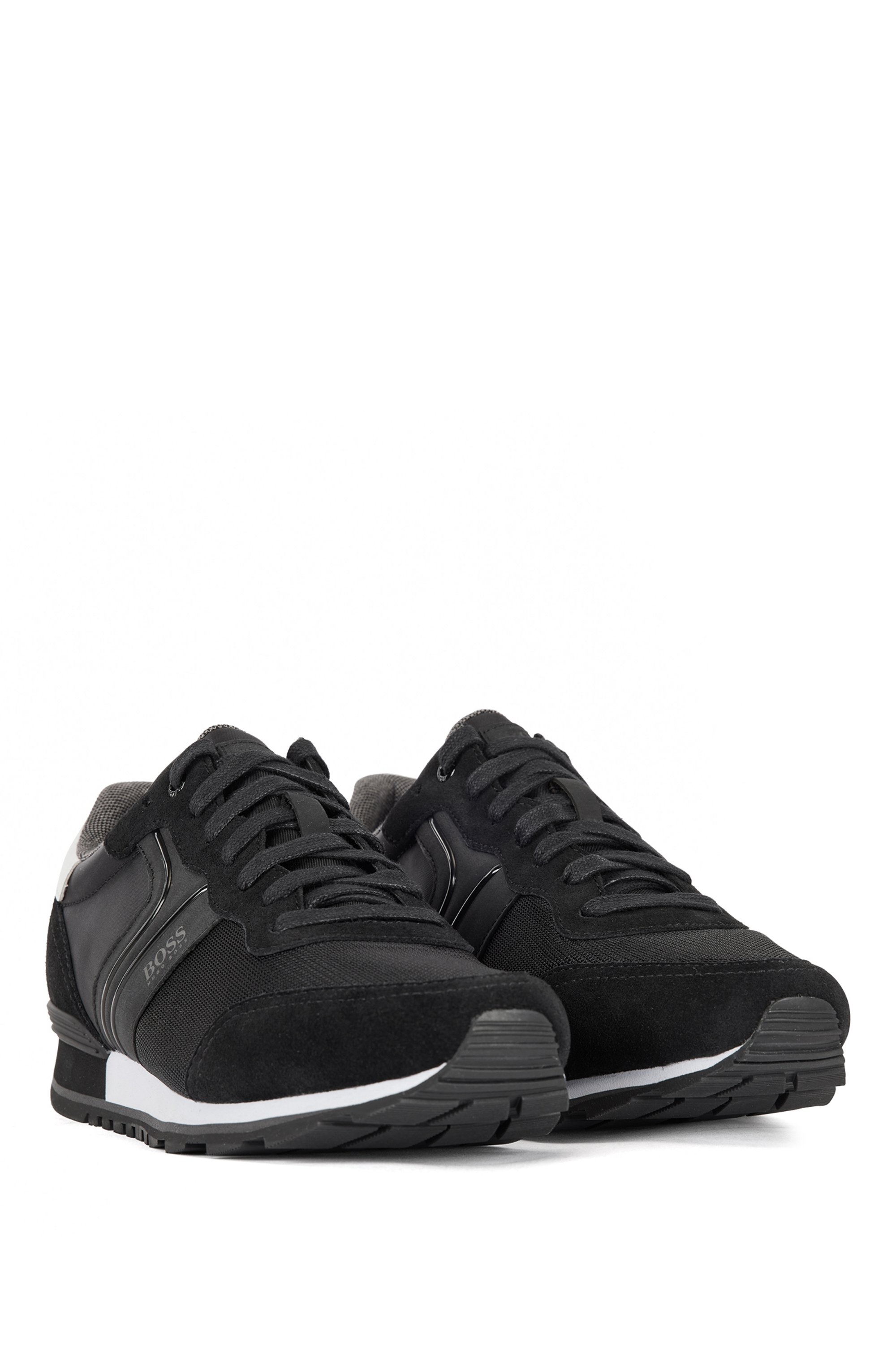 Running-style trainers with suede and mesh