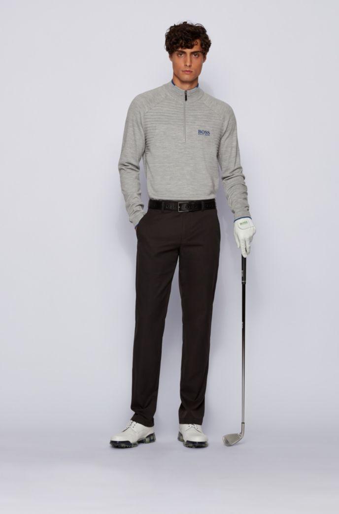 Pull à encolure zippée avec détails contrastants et structure judicieusement placée